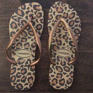 NEW Cheetah Women's Havaianas Sandals. Size 7-8